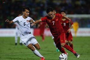 'Thủy chiến' ở sân Việt Trì, U23 Việt Nam thắng nhàn 2-0 U23 Myanmar