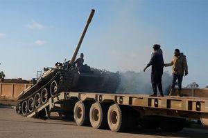 Chiến sự Libya: Lực lượng Tướng Haftar không kích sân bay Tripoli