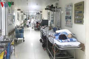 Bộ trưởng Y tế yêu cầu bệnh viện tuyến trên không 'tham bát bỏ mâm'