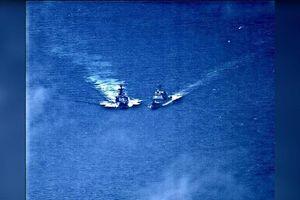 Khoảnh khắc Tàu chiến Nga-Mỹ suýt va chạm ở biển Hoa Đông
