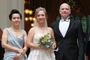 'Tiểu Long Nữ' gốc Việt cưới tỷ phú Hong Kong ở tuổi 55