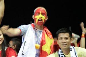 CĐV Việt Nam vỡ òa sung sướng khi Đức Huy ghi bàn