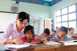 Cân nhắc chế độ hợp đồng xác định thời hạn tại các trường vùng khó