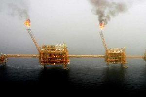 Mỹ gia tăng sức ép, 'giáng đòn mạnh' vào ngành hóa dầu Iran