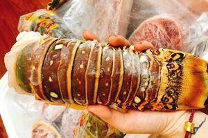 Ăn chảnh đuôi tôm hùm 3 triệu, 65 ngàn/nồi lẩu cả mâm tưng bừng