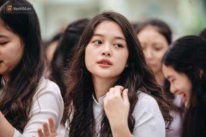 Soi kỹ nhan sắc nữ sinh Việt Đức nổi tiếng sau bức ảnh rơi lệ đẹp như phim ngày bế giảng năm học