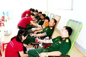 Binh đoàn 15 tổ chức hiến máu tình nguyện