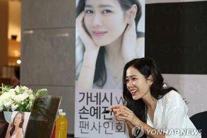 'Tình đầu quốc dân' Son Ye Jin rạng rỡ, lần đầu xuất hiện sau khi nhận lời đóng phim cùng Hyun Bin