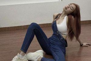 Khoe vòng eo con kiến, Elly Trần lại bị tố photoshop quá đà