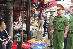 Công an Lạng Sơn phối hợp ngăn chặn tôm hùm đất thẩm lậu vào nội địa