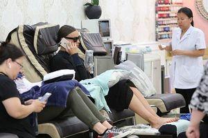 'Chân dài' Irina Shayk xinh đẹp đi làm móng sau ồn ào chia tay