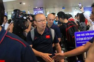 Tuyển thủ Việt Nam vừa về nước đã tất bật trở lại CLB với vòng quay V.League