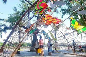 Hàng chục cánh diều khổng lồ bay lượn trên bầu trời xứ Huế
