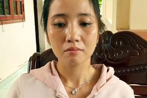 Một phụ nữ vận chuyển 50.000 USD qua biên giới