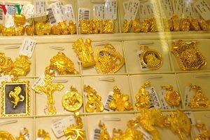 Giá vàng trong nước tiếp tục tăng, vàng thế giới đứng im