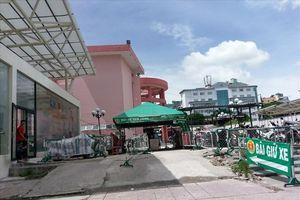 Sau 'tối hậu thư' của UBND TPHCM, công viên 23 tháng 9 vẫn bị 'xẻ thịt'