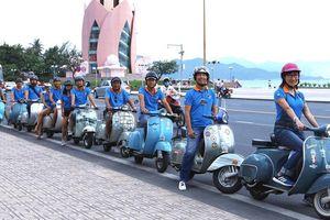 600 chiếc xe cổ tụ hội choáng ngợp tại phố biển Nha Trang