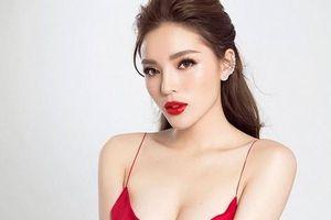 Hoa hậu Việt Nam phẫu thuật thẩm mỹ, ăn mặc ngày càng táo bạo