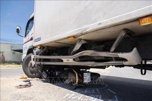 Xe khách tông xe máy đi cùng chiều, một người tử vong
