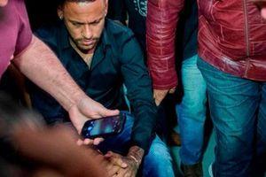 Con trai bị tố hiếp dâm, mẹ Neymar xin tha thứ cho… 'nạn nhân'