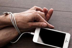Người dùng được 'gạ' bỏ smartphone, dùng 'cục gạch' để nhận 1.000$