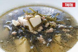 Vào bếp cùng mẹ: Ba phút hoàn thành món Canh rong biển thơm mát