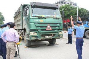 Thâm nhập 'điểm nóng' bắt xe quá tải gần 180% giữa Thủ đô