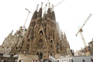 Vương cung thánh đường Sagrada Familia của Barcelona được cấp phép xây dựng sau 137 năm