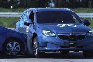 Túi khí an toàn bên hông từ ZF có thể bảo vệ ô tô khi tai nạn