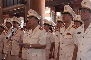 Công an Hà Nam dâng hương, báo công Chủ tịch Hồ Chí Minh