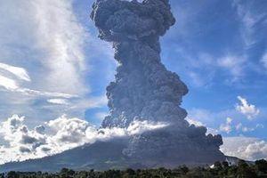 Indonesia ra cảnh báo sau khi núi lửa Sinabung phun trào dữ dội
