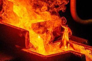 Leo thang chiến tranh thương mại: Trung Quốc tìm vàng để 'đánh bật' đồng bạc xanh