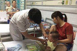 Bác sĩ phát hoảng với diễn biến bất thường của dịch sởi, xót xa nhiều trẻ di chứng viêm não