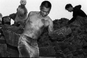Ký ức về cuộc mưu sinh nguy hiểm quanh bãi thải than ở Bình Đỉnh Sơn