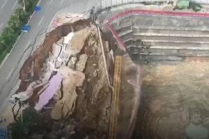 Con đường đột ngột sụp đổ ở Trung Quốc