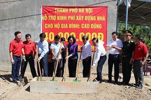 Đoàn công tác TP Hà Nội thăm, tặng quà tại tỉnh Khánh Hòa