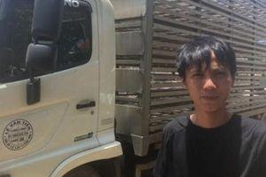 Xe tải chở vịt bị lật: Tình huống bất ngờ của lái xe