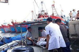 Hơn 20 năm lái ca nô vượt biển cứu người