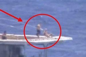 Đô đốc Nga lên tiếng lý giải việc thủy thủ tắm nắng trong khi chiến hạm suýt đâm tàu Mỹ