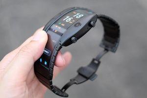 Mãn nhãn với điện thoại đeo tay màn hình uốn dẻo giá 10 triệu đồng