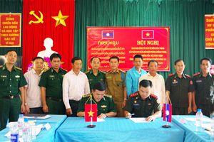 Giao ban thường kỳ giữa BĐBP Sơn La và Đại đội Biên phòng 213, Bộ Chỉ huy Quân sự tỉnh Hủa Phăn
