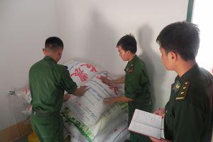 Thu giữ 2 tấn đường cát nhập lậu qua biên giới An Giang