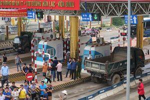 Dân lại chặn trạm thu phí BOT Hòa Lạc - Hòa Bình