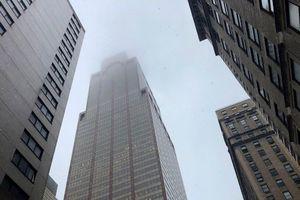 Mỹ: Trực thăng lao xuống nóc tòa nhà 54 tầng, gây hỏa hoạn