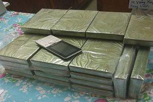 Bắt đối tượng vận chuyển 30 bánh heroin từ Lào về Việt Nam
