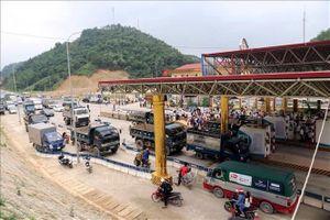 Dân mang xe tải chặn đường, BOT Hòa Lạc - Hòa Bình lại 'xả' trạm