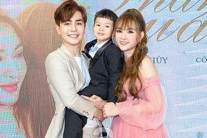 Con trai Thu Thủy không ngại gọi tình trẻ của mẹ là bố