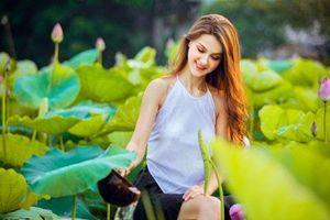 Bộ ảnh thiếu nữ ngoại quốc thả dáng bên hoa sen gây 'sốt' mạng
