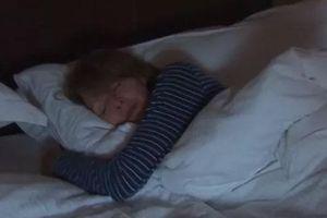Ngủ để đèn dễ gây tăng cân
