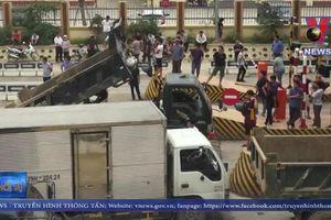Người dân phản đối BOT Hòa Lạc - Hòa Bình tiếp tục xả trạm